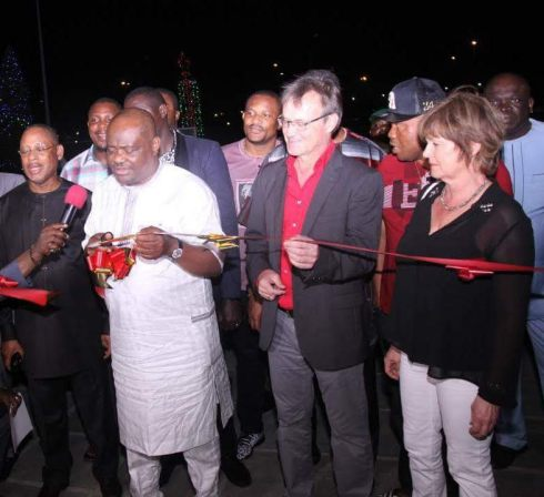 Rivers State Governor,Nyesom Ezenwo Wike (2nd L), Former Rivers State Governor, Sir Celestine Omehia (L), Mr and Mrs Peter Reifenstuhl during the official lighting of the Christmas Tree at the Port Harcourt Pleasure Park by the Rivers State Governor on Friday.