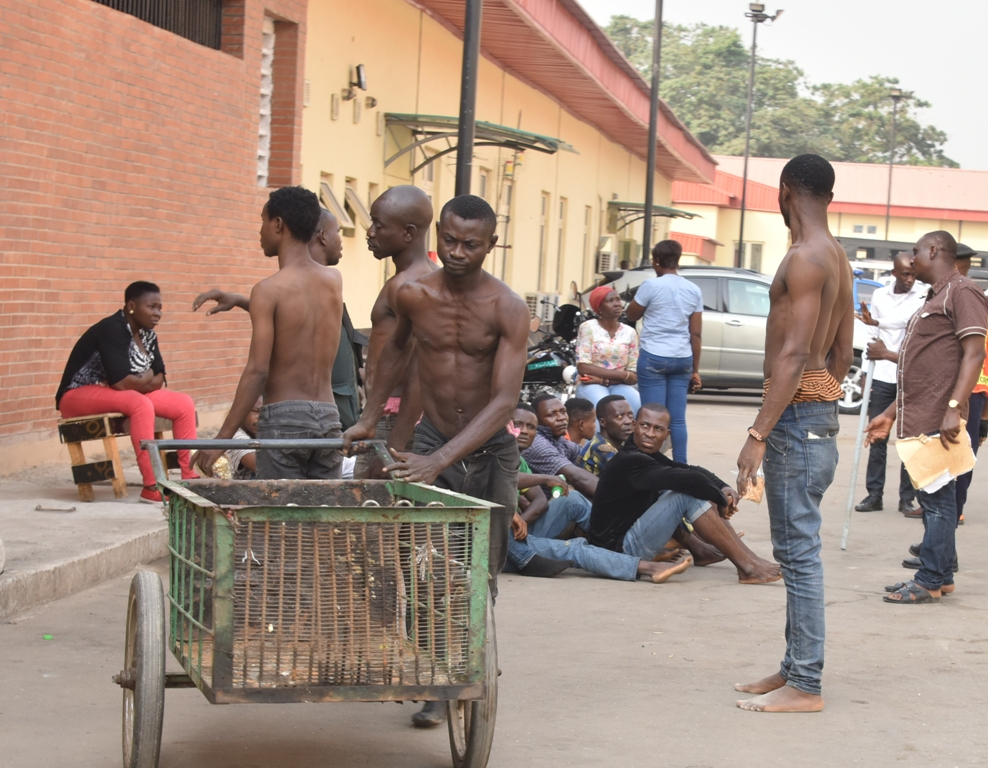 LAGOS ARRESTS CART PUSHERS, RESIDENTS FOR DUMPING WASTE ON ROAD MEDIANS, CANALS